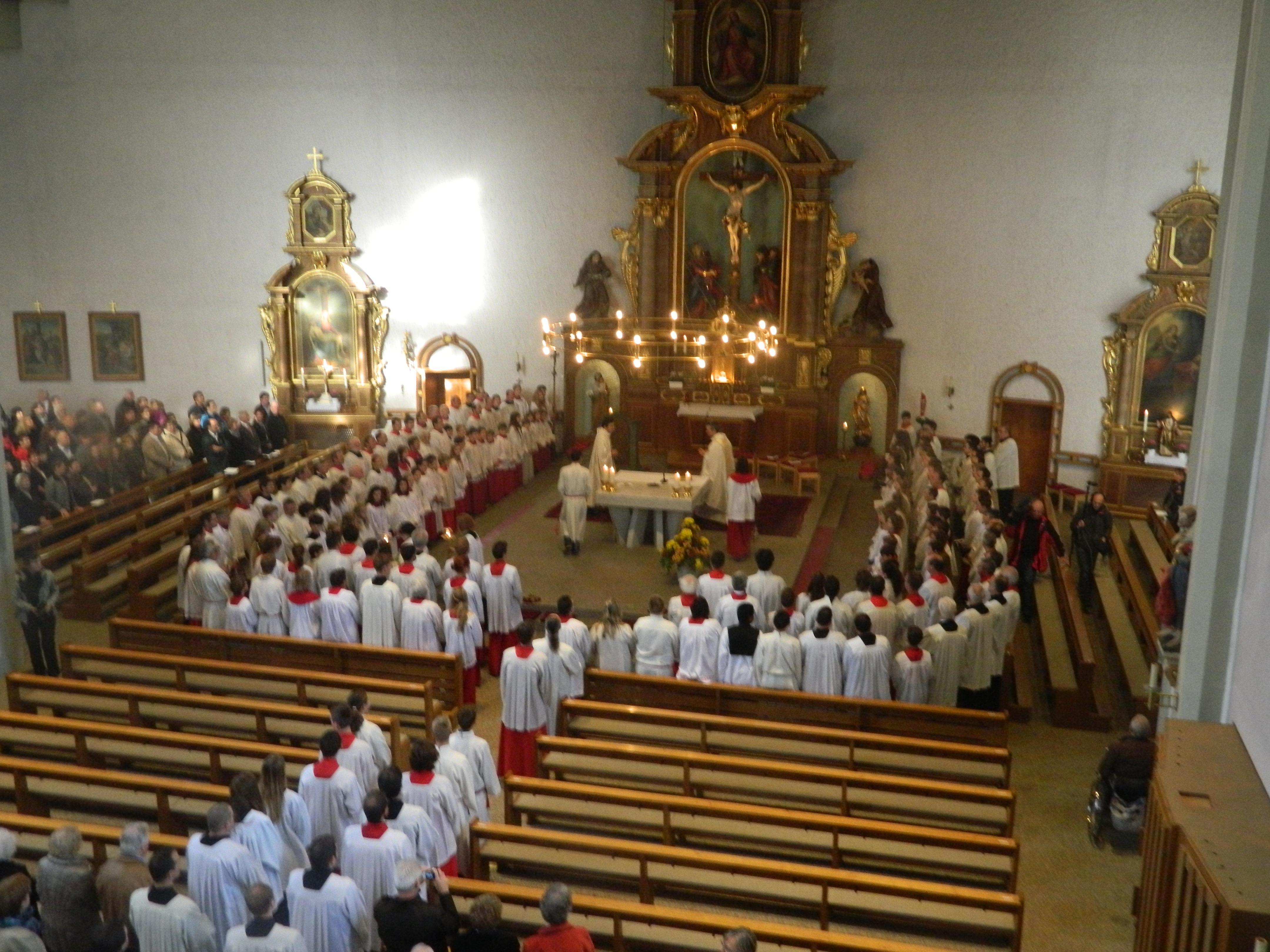 219 Minis in der Kirche